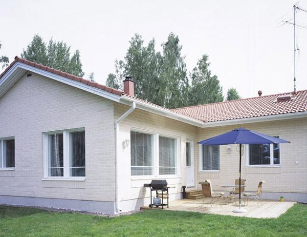 Julkisivukuva - Mittava Koti, Tuomas 143